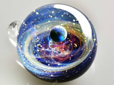 Миниатюрные вселенные внутри стеклянных шаров от Сатоши Томизу (Satoshi Tomizu)