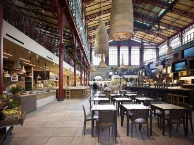Archea Associates & Tagina Ceramiche D'Arte перемоделировали рынок Сан-Лоренцо во Флоренции