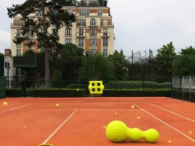 Изабель Даэрон использовала теннисные мячи для создания выразительных объектов