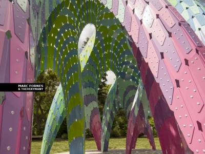 Vaulted Willow — цветная арт-инсталляция Марка Форнеса