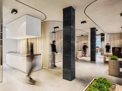 Dekleva Gregorič Arhitekti разделила системой штор офис в центре Любляны