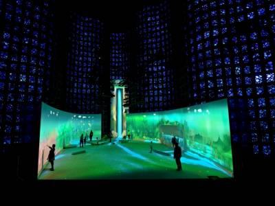 14-метровый виртуальный водопад научит уважать окружающую среду