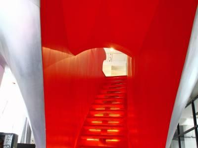 Красный интерьер офиса от компании Taranta Creations