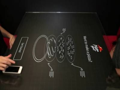 Интерактивный стол в Pizza Hut