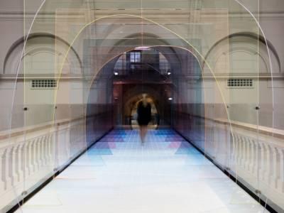 Искажающий перспективу тоннель на Лондонском Фестивале Дизайна 2015