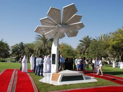 В Дубае установили «смарт-пальмы» для зарядки смартфонов и не только