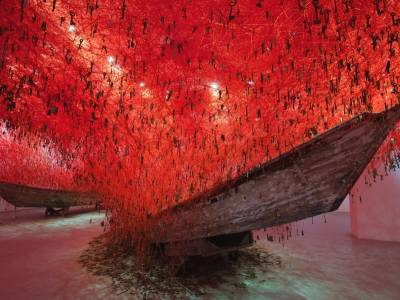 "Арт инсталляция - ""THE KEY IN THE HAND"" от Чиару Шиота"