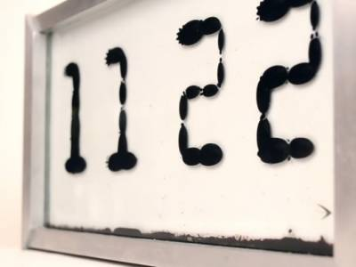 Ферролик: часы с жидким циферблатом, работающие благодаря магнетизму