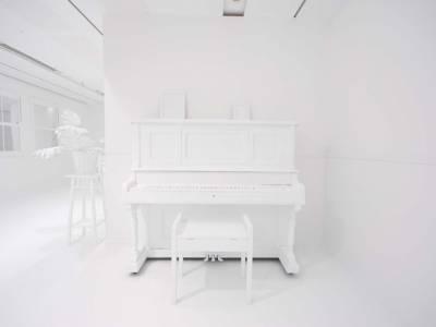 Комната в наклейках от дизайнера Yayoi Kusama