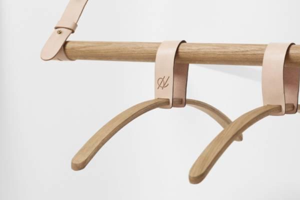 Оригинальные элементы интерьера на кожаных ремнях от Jessica Nebel