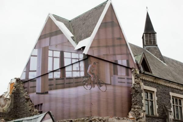 Mike Hewson - художник давший вторую жизнь старинному зданию