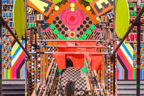 Яркая инсталляция для фестиваля любви от дизайнеров Myerscough и Morgan