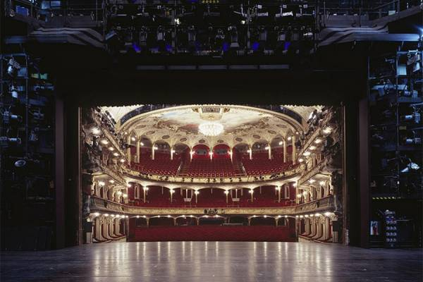 Клаус Фрам запечатлел архитектуру театров с точки зрения актеров