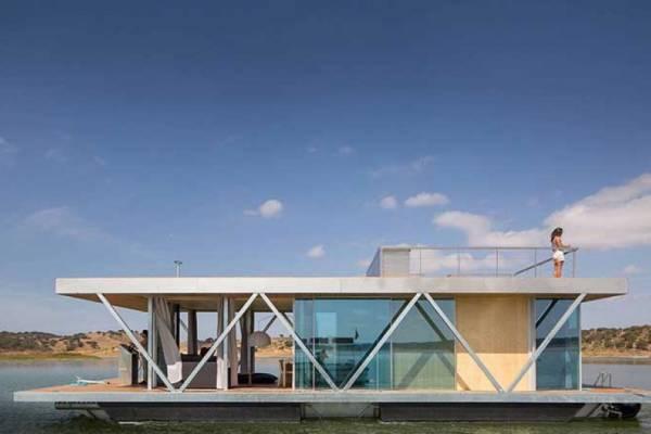 Компания из Португалии создала супер-современенный плавающий эко-дом