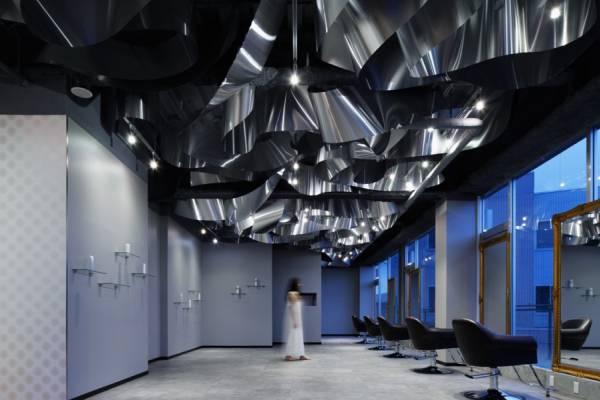 Необычный потолок в салоне красоты ARKHE