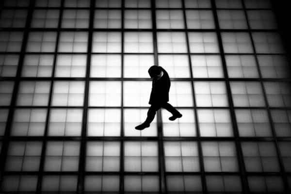 15 снимков силуэтов на улицах между тенью и светом