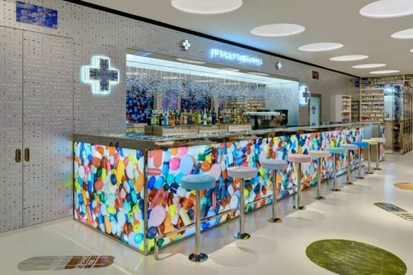"""Ресторан """"Pharmacy 2"""" в галерее Дэмиена Хёрста"""