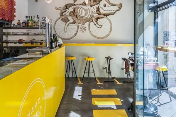 Экстравагантный дизайн закусочной Ham on Wheels в Барселоне