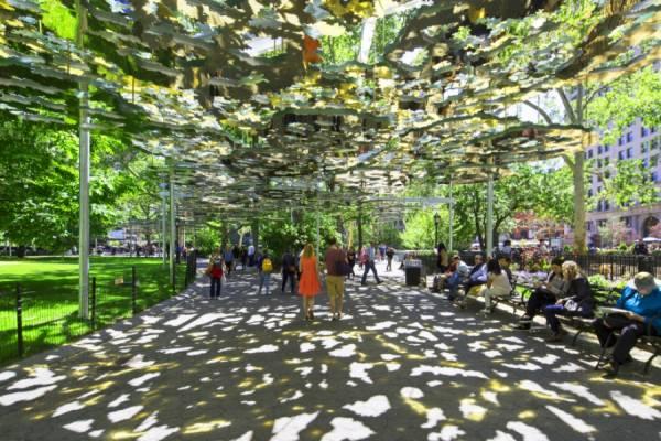 Американская художница подарила парку Мэдисон-сквер зеркальный мираж