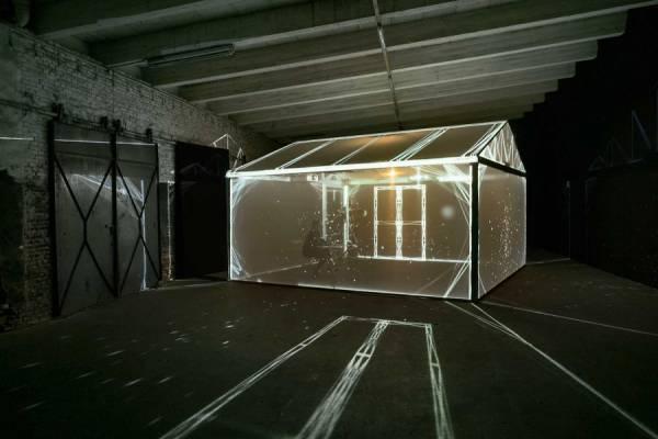 Световая инсталляция внутри прозрачной конструкции от Ли Саквитц (Leigh Sachwitz)