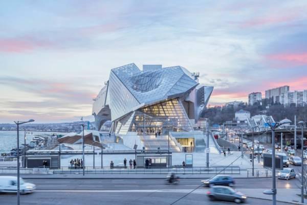 Студия Coop Himmelb(l)au показала снимки «Музея слияния» в Лионе