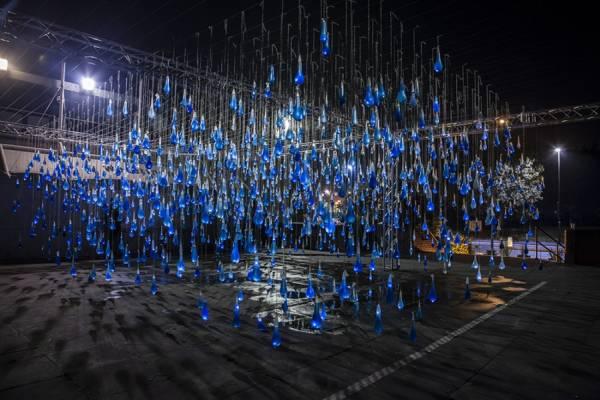 """Инсталляция """"Интерактивный дождь"""" в центре Мадрида"""