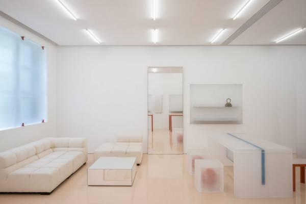 Полупрозрачный интерьер из акриловых панелей от Say Architects