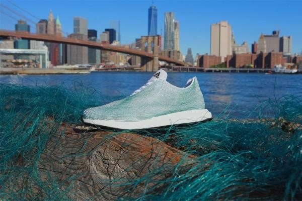 Новый прототип спортивной обуви, изготовленной из океанского мусора от компании Adidas