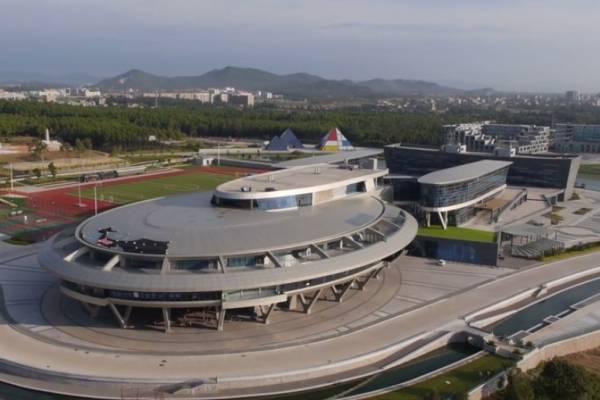 Здание офиса в Китае отдает дань уважения «Энтерпрайзу» из «Звездного пути»