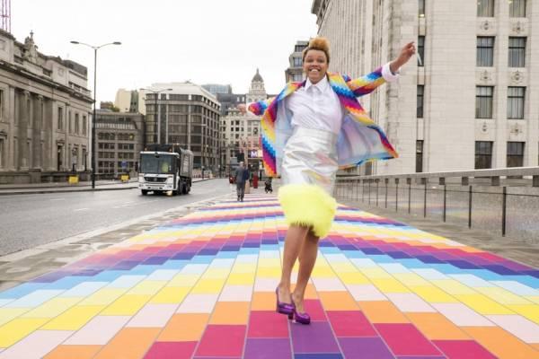 Яркая инсталляция на мосту Лондона от компании Spark Your City
