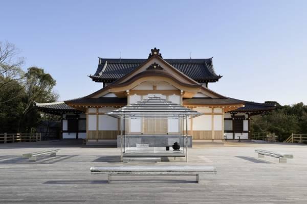Хрустальный чайный домик в Японии
