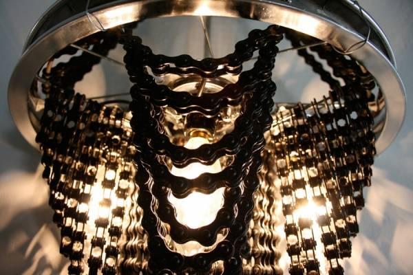 Тяжелые люстры из велосипедных цепей от дизайнера Carolina Fontoura Alzaga