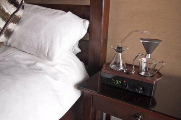 Будильник-кофеварка разбудит вас утром ароматом свежего кофе (by Josh Renouf)