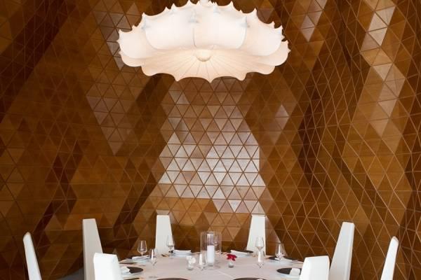 Геометрическая отделка стен в ресторане Reign, Дубай